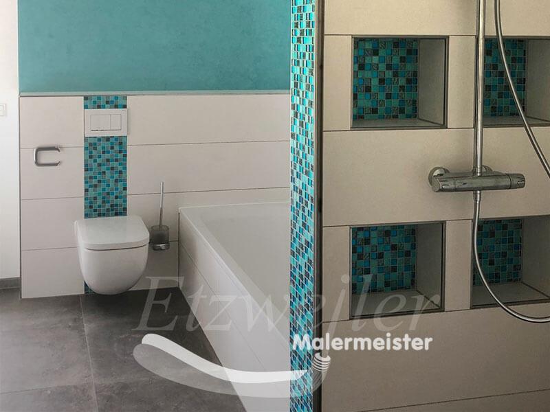Referenz - Maler Etzweiler - Bad mit petrofarbenen Mosaikfliesen